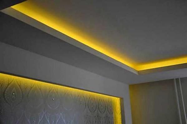 При желании по тому же принципу можно сделать и подсветку стен