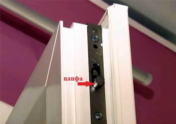 Цапфы на металлопластиковой двери