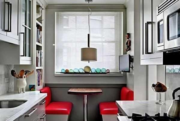 Вынести обеденную зону в торец - под окно