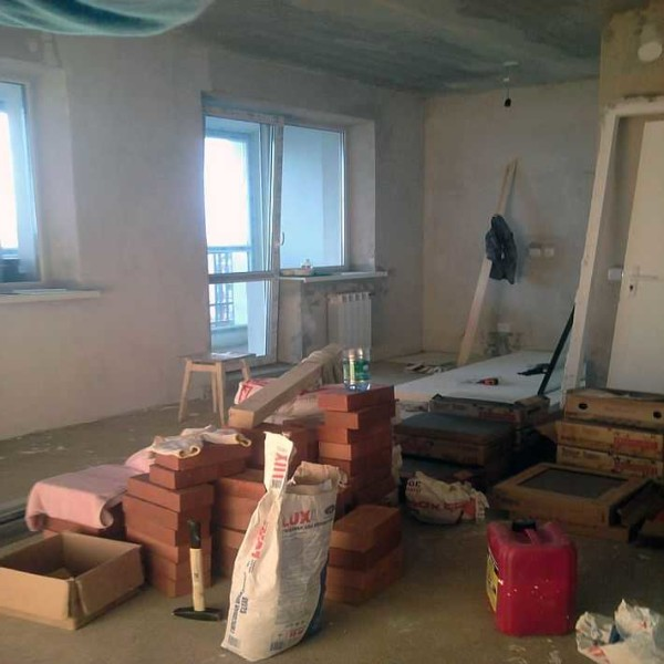 Пока квартира превращается в склад