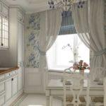 Цветочный крупный рисунок - голубым на белом - характерно