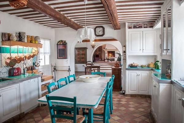 Кухня в стиле прованс - отдельная тема, но все правила и цвета остаются и тут