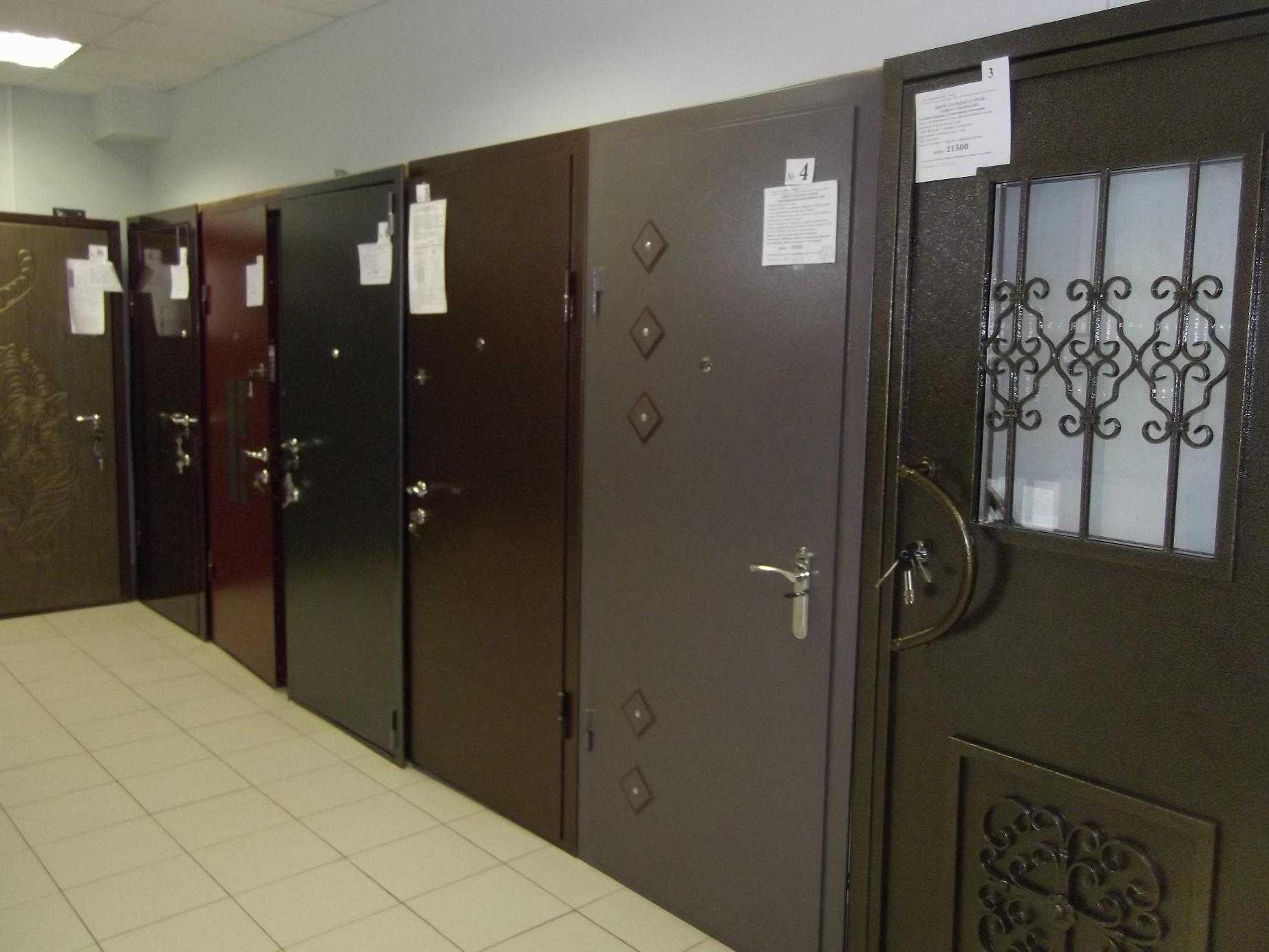 Установка входной двери своими руками: фото + видео: http://stroychik.ru/dveri/kak-ustanovit-vhodnuyu-dver