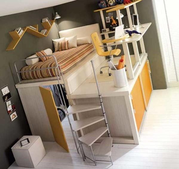 Мини-комната с гардеробной и рабочей зоной