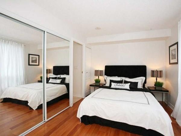 Гардеробная в спальне решает много проблем