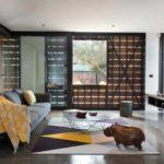 Этот интерьер небольшой гостиной с легким намеком на японский стиль