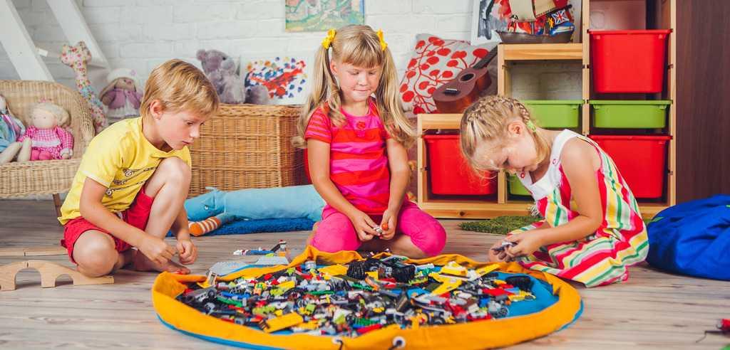 какими игрушкам играют девченки в 8 лет
