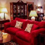 Красный - один из цветов, допустимый в классическом оформлении интерьера