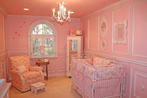 Комната для новорожденной девочки в классическом стиле
