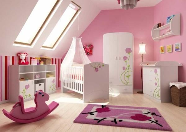Комната для новорожденного в мансарде - много света это замечательно