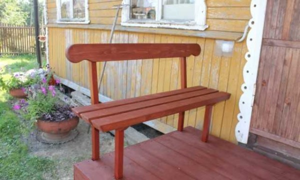 Вот такая получилась скамейка на крыльце