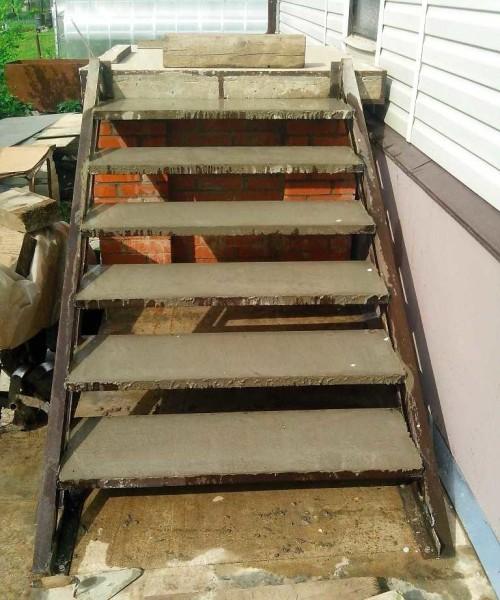 Ступени залиты бетоном