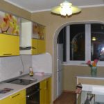 Вынести из маленькой кухни на балкон холодильник