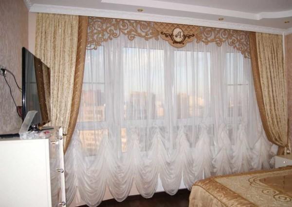 Складки внизу по типу австрийских штор - для шикарного интерьера в классическом стиле