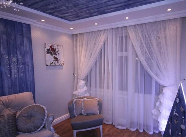 Белый тюль-вуаль в спальне - классика жанра