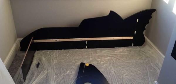 Прибиваем планки, ставим стопоры с магнитами для крепления подголовья
