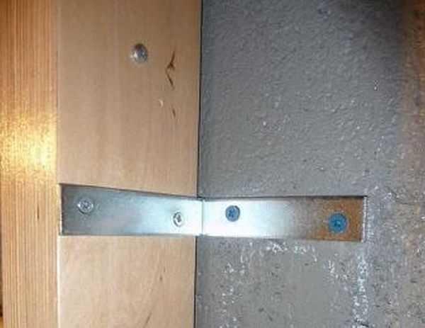 Как крепить раму к стене
