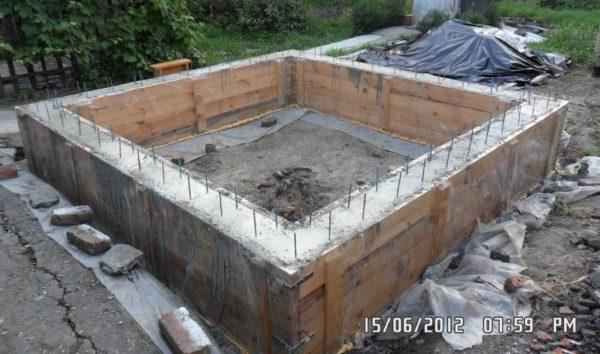 Залитый в опалубку бетон