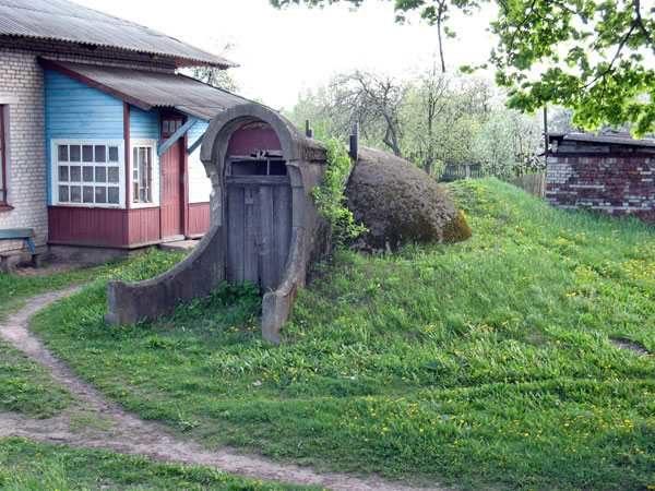 Самое лучшее место, где можно сделать погреб - на естественной возвышенности