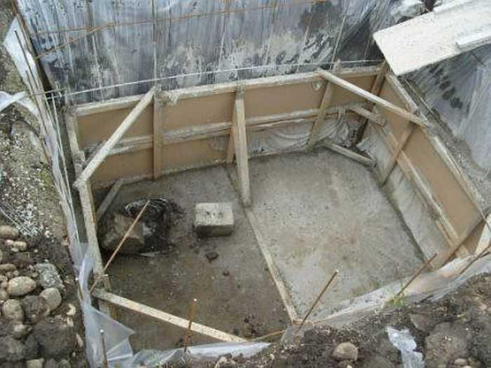 Как построить погреб в доме или даче своими руками
