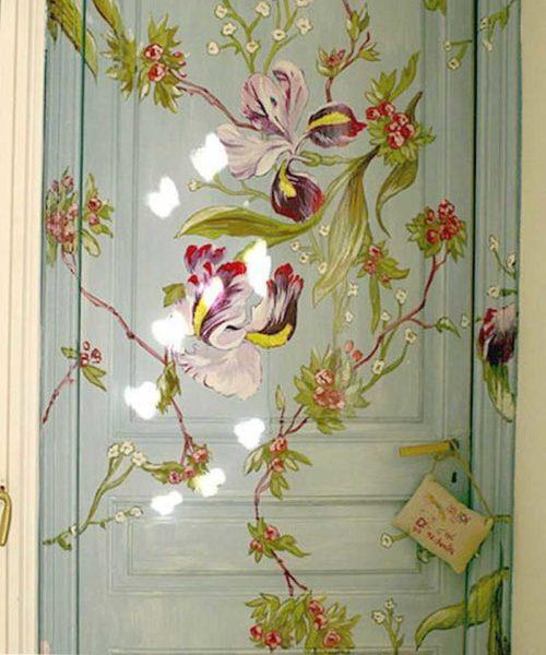 Вариант для тех, кто умеет рисовать -роспись на двери