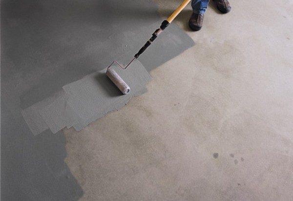 Краска для бетона одновременно обеспылит, придаст привлекательный вид, снизит впитываемость влаги