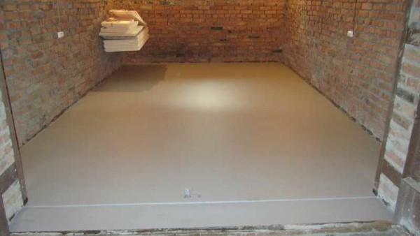 По бетонному полу можно укладывать затем финишное покрытие