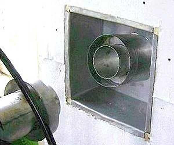 Со стороны помещения вставляется проходной узел. В данном случае он из минерита, но может быть и металлический