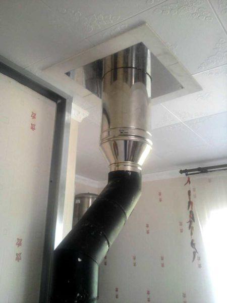 Смещение трубы для прохода через потолочное перекрытие