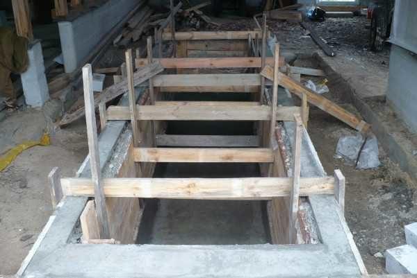Пример опалубки для бетонной смотровой ямы в гараже