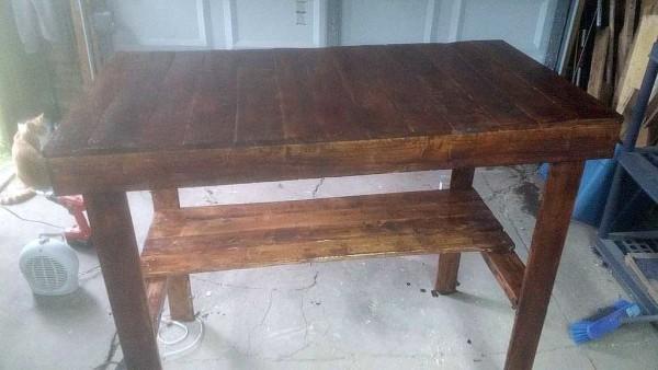 Самодельный стол для дачи готов