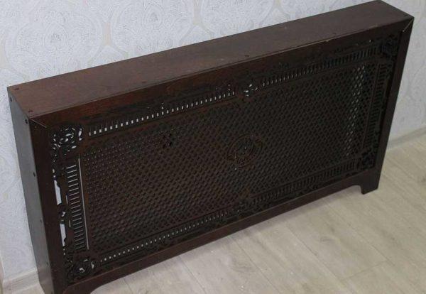 Сверху батарея закрыта солидным слоем древесины без отверстий