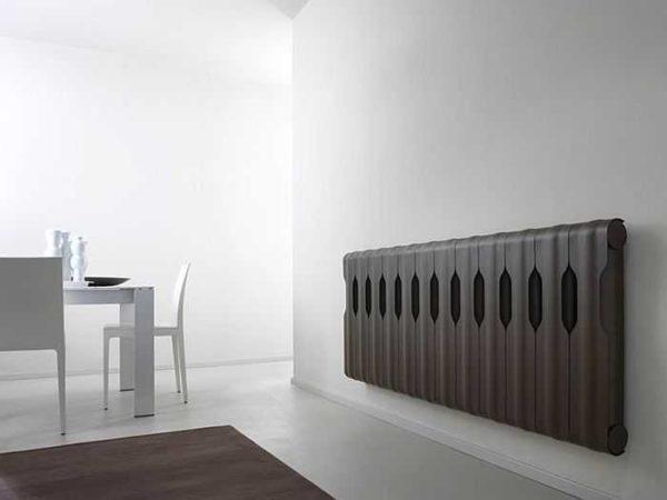 Стильный вариант металлического экрана для помещений в стиле минимализм и хай-тек