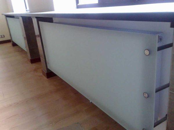 Экран для радиаторов из стекла