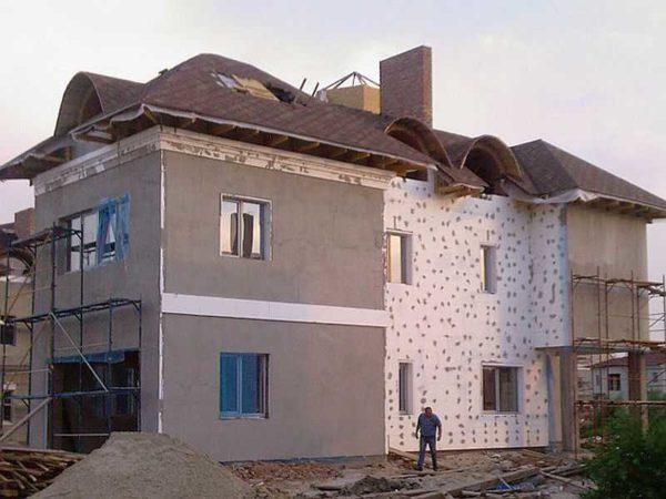 Разбивают дом на участки с разными этапами работ
