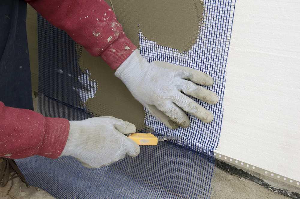 По армировачной стеклосетке лучше шпаклеыать или штукатурить