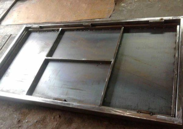 Обвариваем металлические двери изнутри