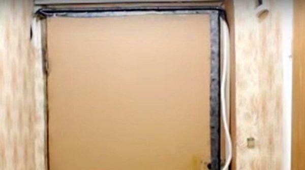 Валик сформирован сразу, в готовом виде прикреплен по периметру полотна