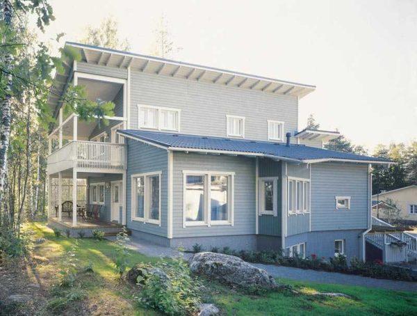 Этот дом существует. особенно хороши односкатные крыши в местностях с перепадом высоты