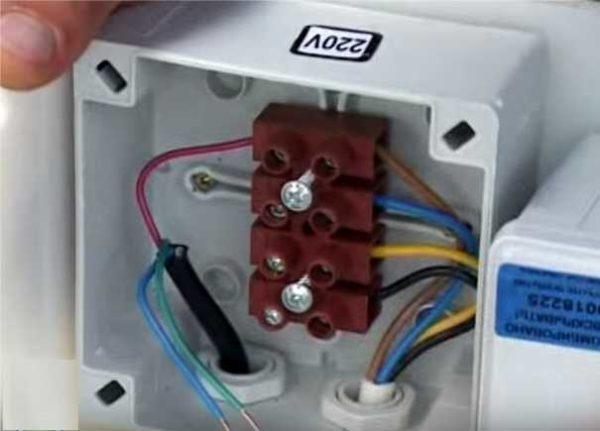 Подключение кабеля электропитания