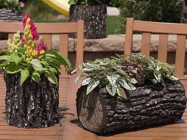 Из отрезков стволов деревьев получаются отличные декоративные уличные вазоны для цветов