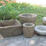 Готовые самодельные вазоны и кашпо из бетона для уличных цветов