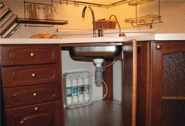 Фильтры для воды под мойку доводят водопроводную воду до состояния питьевой