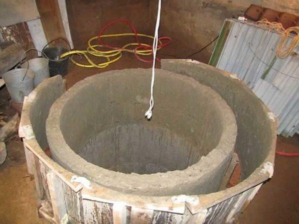 Формы для бетонного кольца можно сделать из листовой стали