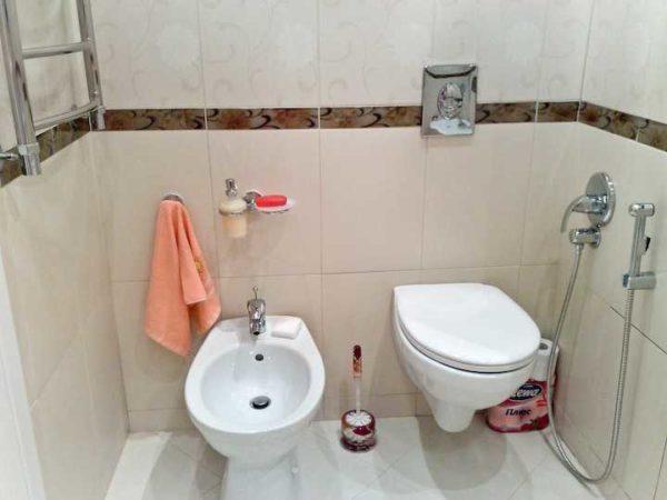 Установка гигиенического душа в туалете