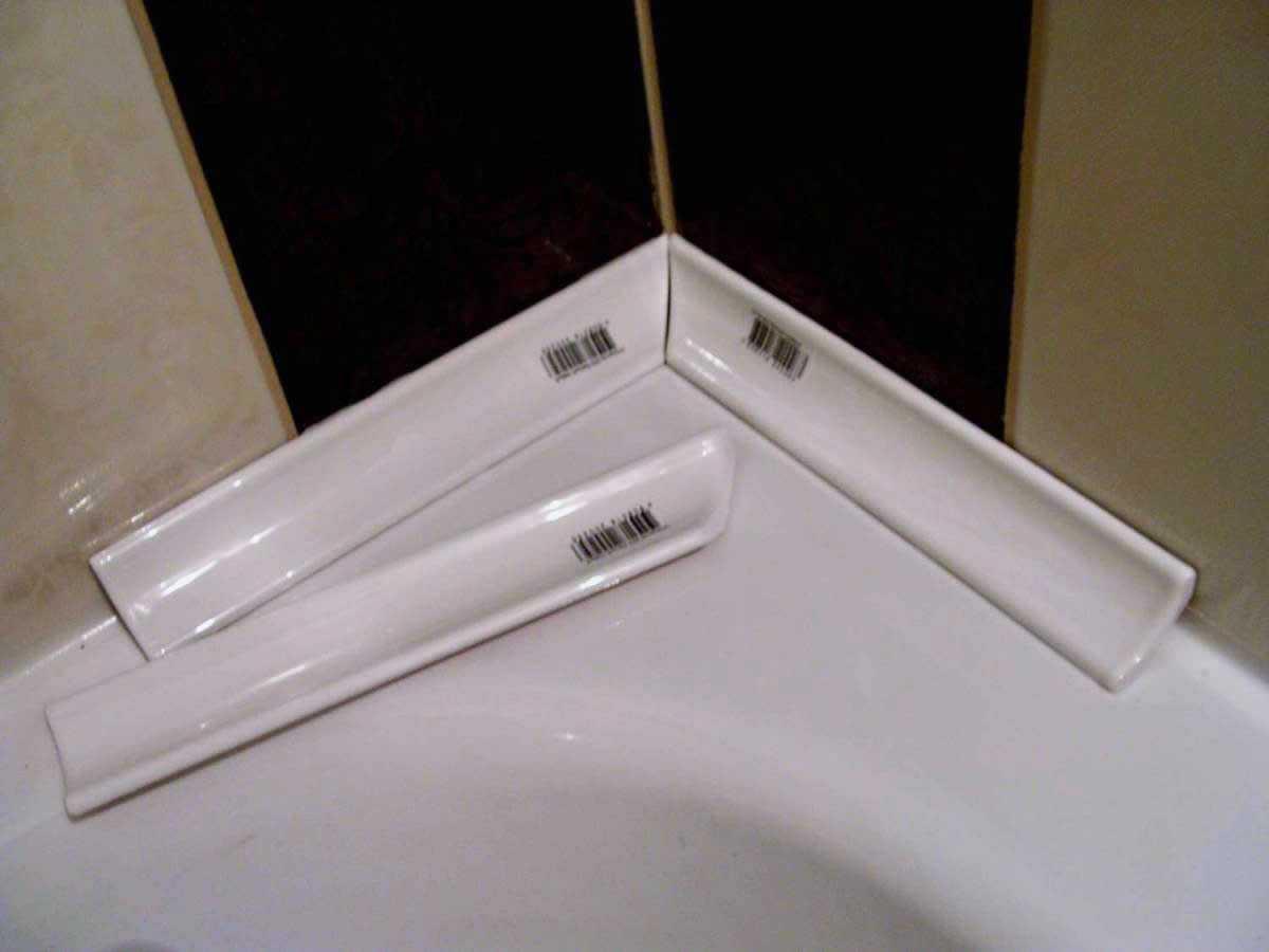 Как сделать бордюр в ванной у стены фото 32