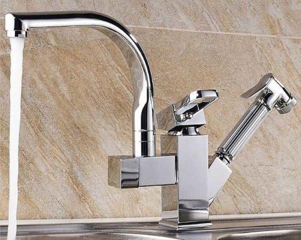 Два излива - для обычной водопроводной и очищенной воды