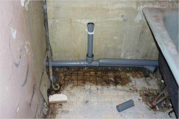 Ровно канализационные трубы укладывать нельзя