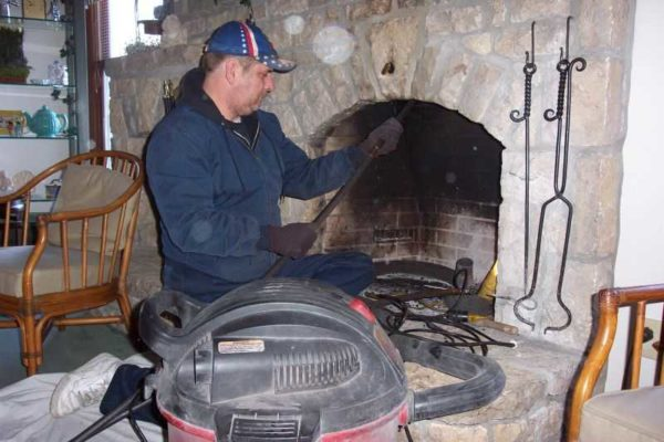 Как прочистить дымоход от сажи народными средствами