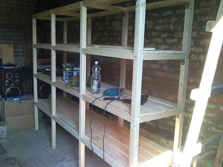 Деревянные стеллажи для гаража